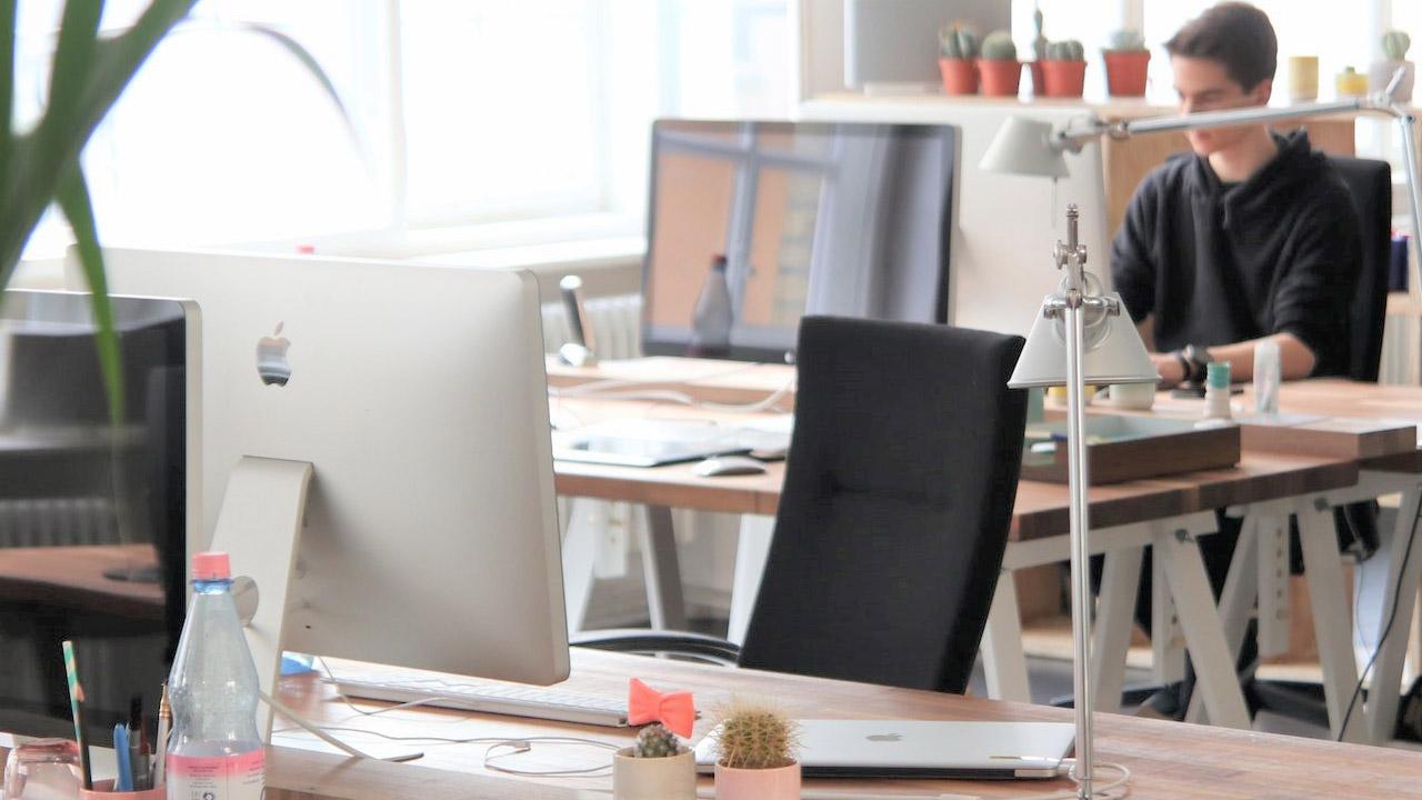 Cómo elegir escritorio para tu oficina